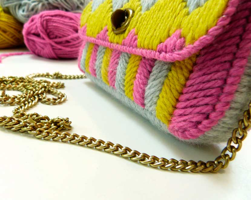 Bolso bordado con Plastic Canvas